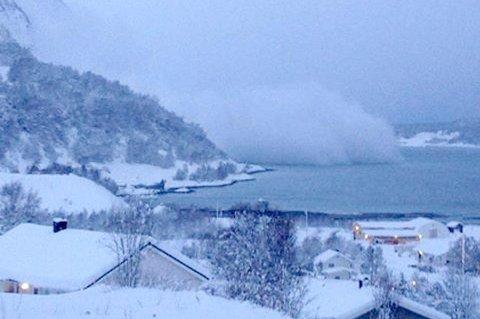 SKRED: Her går skredet over Pollfjelltunnelen og ned i fjorden.
