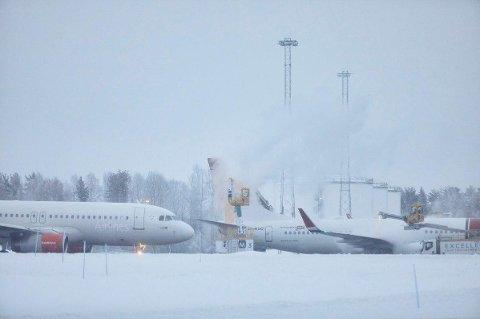Fortsatt vinterlig og utfordringer på Oslo lufthavn onsdag.