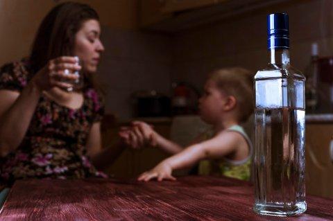 Selv der det er dokumenterbare tilfeller av rus, vold eller psykiske utfordringer hos mor, så opplever fortvilte fedre at familievernkontor og barnevern er mer opptatt av å veilede og tilrettelegge for at barnet skal opprettholde en trygg relasjon til mor.
