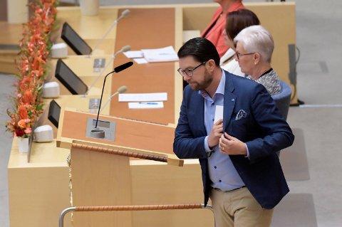 FØRSTE RUNDE: Sverigedemokraternas partileder Jimmie Åkesson (SD) under statsministeravstemmingen i riksdagen, der Stefan Löfven (S) ble stemt ned.