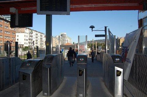 Sperreportene på T-banestasjonene i Oslo har vært en gedigen fiasko som har kostet skattebetalere 600 millioner kroner.