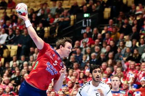 Sander Sagosen beskrives som verdens beste håndballspiller av svenskene. Mandag må han vise det. Da er det vinn eller forsvinn for Norge. Foto: Lise Åserud / NTB scanpix