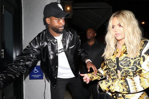- BRUDD: Flere amerikanske medier melder om brudd for kjæresteparet Khloe Kardashian ogTristan Thompson. Her er de fotografert i Los Angeles i august 2018.