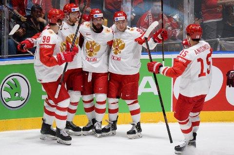 Russike Nikita Kucherov (midten) har scoret fem mål for Russland så langt i VM. Vi tror han scorer igjen i ettermiddagens kvartfinale mot USA.