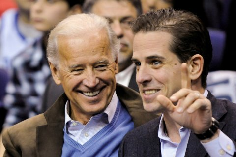 Joe Biden og sønnen Hunter Biden fotografert i 2010, da Biden var visepresident.