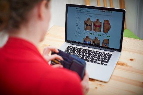 INTERNETT SHOPPING: Norske butikker frykter økt konkurranse fra nettbutikker i utlandet når nordmenn kan kjøpe for 3000 kroner skattefritt.