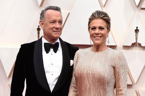 Kjendisparet Tom Hanks og Rita Wilson har forlatt sykehuset og er nå i karantene i sin bopel i Australia med koronadiagnose. Arkivfoto: Jordan Strauss / Invision / AP / NTB scanpix