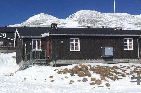 GRATIS PÅSKEFERIE: Dette er selvbetjeningshytta i Dørålen der skituristene har forsynt seg grådig av provianten