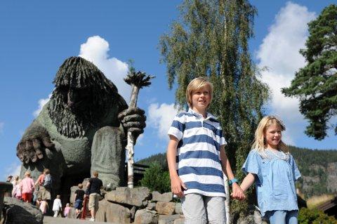 Om tre uker skal Hunderfossen familiepark egentlig åpne. Om de får lov, vet de fortsatt ikke.