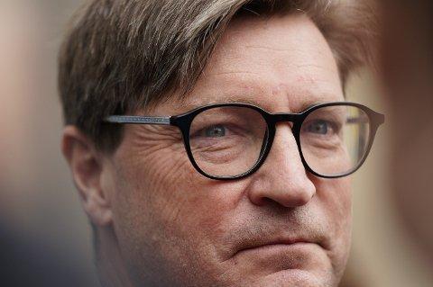 Frps Christian Tybring-Gjedde vil ha forbud mot penger fra autoritære stater til trossamfunn i Norge.