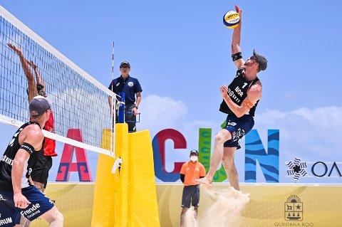 Anders Mol og Christian Sørum under verdensserieturneringen i sandvolleyball i Cancún, Mexico. Foto: Alejandro Gutiérrez Mora / FIVB / NTB