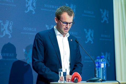 Kjell Ingolf Ropstad trakk seg som partileder i KrF og som statsråd på en pressekonferanse lørdag ettermiddag etter Aftenpostens sak om at han hadde tatt aktive grep for å unngå skatt på statsrådsboligen han benyttet. Foto: Annika Byrde / NTB