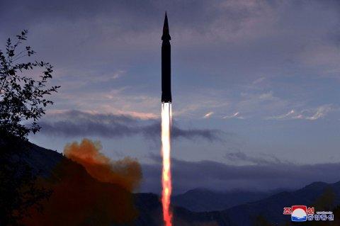 GLIDEFARKOST: Nord-Korea kunngjorde tirsdag at de har gjennomført en testoppskytingens av en nyutviklet hypersonisk Hwasong-8-rakett som skal ha en glidefarkost.