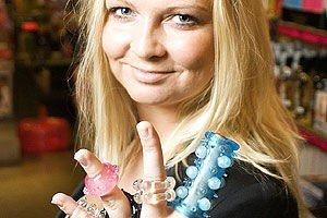 UVANLIG JOBB: Kjersti Antonsen ved Kondomeriet søker etter testere til deres utvalg av sexleketøy