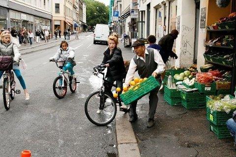 Handlingen er lagt til sentrum av Oslo. Her fra den dramatiske innspillingen i Torggata hvor Emma Høgh Åslein fra Oppsal kolliderer med en grønnsakshandler. Foto: Øystein Dahl Johansen