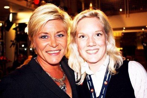 Partileder Siv Jensen bor på Kastellet og leder i partiets ungdomsgruppe, Aina Stensersen, bor på Skullerud. Her er de sammen på valgnatten i fjor høst. Foto: Aina Moberg