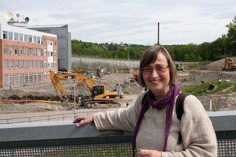 Blindern vels Unni Eriksen har lenge jobbet med veiløsningen i det fremtidige universitetsområdet i Gaustadbekkdalen nord. Her fotografert lenger ned i dalen, i Forskningsparken, slik det så ut da arbeidet med UiOs nye informatikkbygg startet i 2006.