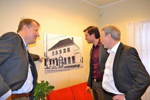 (F.v) Konsernsjef Rune Bjerke, banksjef Erik Pettersen og divisjonssjef Jann Simonsen snakker om banken som har beholdt sin sjel.