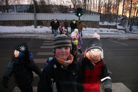 Foreldrene til - snart - skolebarn i Grefsenkollveien 12, vil heller eventuelt kjøre barna til Grefsen barneskole, enn å la de gå, grunnet det de oplever som en lite trafikk-sikker skolevei - her ved Krysset Gladsvei/Grefsenveien.