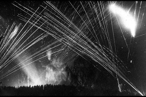 Slik kunne bekkelagshimmelen se ut under krigen når allierte fly kom og tyskerne tok imot dem med antiluftskyts.