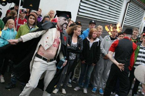 PÅ RANDEN:Fakirene i Pain Solution bød på skrekkblandet fryd på Manglerud. ALLE FOTO: EMIL FLATØ