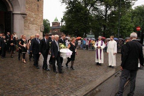 SORG: Carina Borgund (18) ble bisatt fra Oslo Domkirke i dag, fredag. ALLE FOTO: ØYSTEIN DAHL JOHANSEN