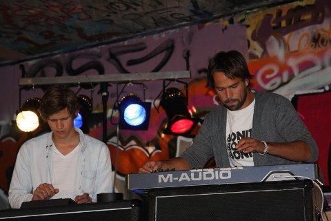 Ketil Jansen (20) og Ulrik Denizou Lund (20) fra Ullern leverte varene under onsdagens konsert på Øyafestivelens Camp Indie i Skateparken ved Bispegata.