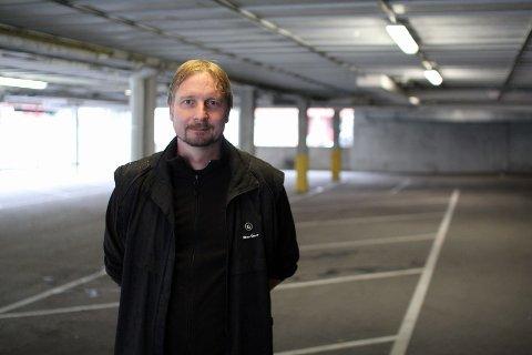 P-HUS: Petter Myren synes det er synd at folk ikke vet om de nye parkeringsplassene ved gamle Lambertseter senter.