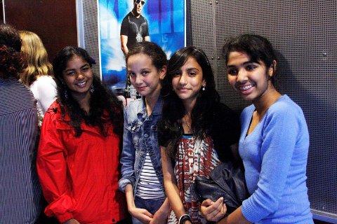 hekta: Thuvaraga Shan, Laila Karmi, Rabia Khalid og Aimen Khan er alle hekta på Bollywoodfilmer.