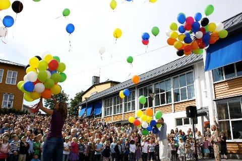 JUBILEUMSFEST: Abildsø skole er den eldste skolen i Oslo som fortsatt er i drift. I 2009 feiret de 150-årsjubileum, og første skoledag ble 150 ballonger sluppet til værs.
