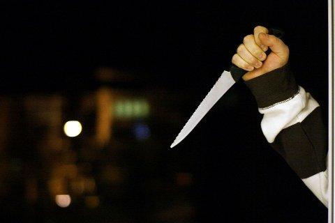 En Alna-mann må møte i retten tiltalt for tre tilfeller av knivstikking.