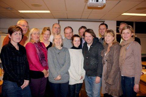 BU 2011-2015: Fra venstre Anna Charlotte Larsen (Ap), Knut Hedemann (Ap), Nina Ekjord Øyen (H), Ane M. Wigers (Venstre), Steinar Andersen (Ap), Anne Marie Donati(Ap), Frode Woldsund (KrF), Pia Bergmann (SV), Arve Edvardsen (H), Ulf Stigen (Frp), Vegard Rooth(H), Mona Verdich(H), Bjørn Fjellheim (H) og Kate Hege Nielsen (H). Hege Astrup Sannum (H) var ikke tilstede da bildet ble tatt.