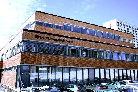 Bjerke videregående skole velger å skille etnisk norske elever og elever med minoritetsbakgrunn. Torsdag stanset utdanningsbyråden praksisen.
