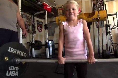 MIN GALE BESETTELSE: Jessica (5) trener rundt 240 timer i uken sammen med sin familie - som kaller seg «verdens sterkeste familie».