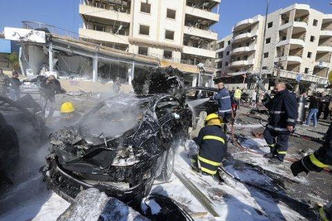 En bil og en motorsykkel lastet med sprengstoff ble brukt i angrepet mot det iranske kultursenteret i Libanons hovedstad Beirut ondag.
