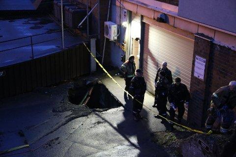 Hullet som tirsdag kveld ble oppdaget på Sagene, kan være Oslos første synkehull. Geologer skal nå undersøket hullet.