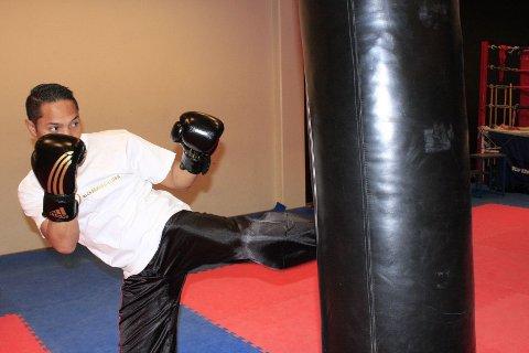 Daniel Armando Fossan var syk under NM i kickboksing, men klarte likevel å vinne tre gull.
