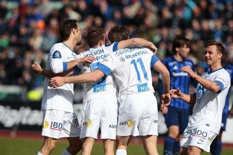 JUBEL: Molde-spillerne jubler over Björn bergmann Sigurdarsons 1-0-scoring mot Stabæk.