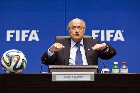 VIL FORTSETTE: FIFA-president Sepp Blatter stiller til gjenvlag.