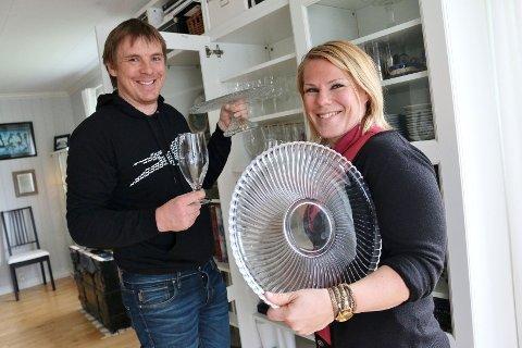 SKAPET FULLT: : - Vi har skapet fullt av glass og vi trenger ikke flere ting, sier Helene og Dan Kåre.