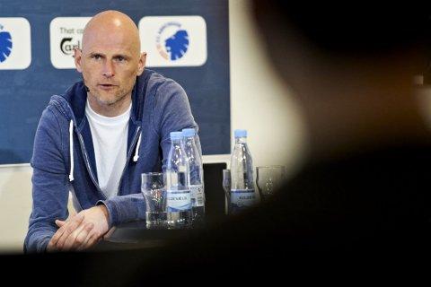 GITT KLAR BESKJED: Ståle Solbakken har gitt flere av FCK-spillerne beskjed om å ta seg sammen.