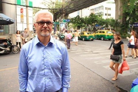 Ministerråd Erik Svedahl er bekymret etter møtet med den thailandske juntalederen general Prayuth. Her ved hovedgaten Sukhumvit like utenfor den norske ambassaden i Bangkok.