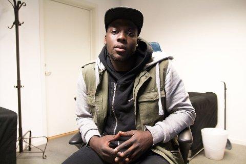 Bright Owusu (23) er motivert til å nå rappedrømmen