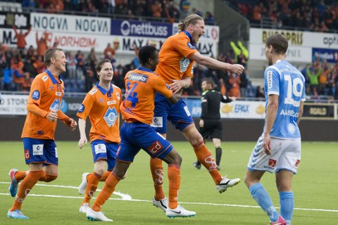 SCORET: Thor Hogne Aarøy jubler for sin scoring.