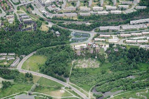 FORELØPIGE PLANER: JM Norges første forslag til utbygging innebærer to lamellbygg på tre-fem etasjer og fem punkthus på fire-ni etasjer.