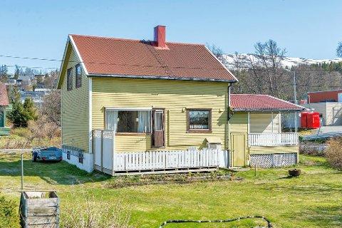 GAMMEL ÅRGANG: Dette 132 kvadratmeter store huset i Polarveien er 54 år gammelt. Likevel ble eneboligen og tomten huset står på solgt for en svimlende høy sum.