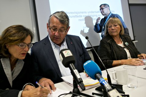 Riksrevisor Per-Kristian Foss presenterte onsdag tre nye undersøkelser. Her er han sammen med Therese Johnsen (t.v.) og Bjørg Selås.