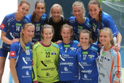NYE SPILLERE: Bak fra venstre Martine Welfler (BSK), Linn Anita Bergland (Larvik), Lise Glosimot Kjeldsberg (BSK), Marielle Martinsen (Hønefoss) og Anna Nordaunet (Larvik). Foran fra venstre Katharina Young (BSK), Marit Røe (OSI), Heidi Eieland (BSK), Carina Skjæret (BSK) og Vilde Johansen (Gjøvik).