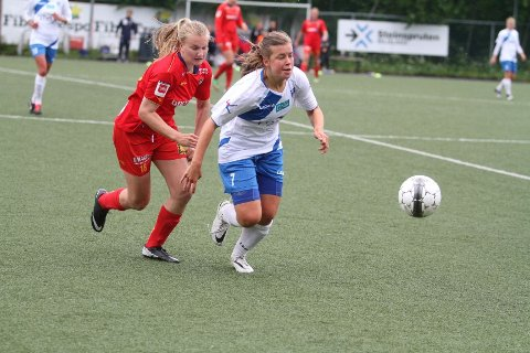 HANG ETTER: Røa, her ved Elen Botten, hang stort sett etter Camilla Ose og Kolbotn i hele matchen.