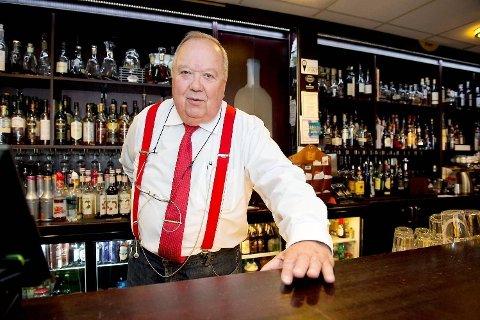 Hans Bru fortviler over at kunder kan komme til å tro han driver strippebar.